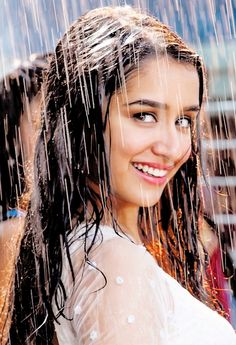 Easy and beautiful Medium Length Hairstyles for LadiesYou can find Shraddha kapoor and more on our website.Easy and beautiful Medium Length Hairstyles for Ladies Bollywood Girls, Bollywood Actress Hot, Beautiful Bollywood Actress, Most Beautiful Indian Actress, Beautiful Actresses, Bollywood Stars, Bollywood Fashion, Indian Celebrities, Bollywood Celebrities