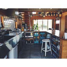 女性で、2LDKの無印良品/L字カウンター/IKEA/BESSの家/ステンレスキッチン/ダイニング…などについてのインテリア実例を紹介。「隠す場所 見せたくない場所 」(この写真は 2016-08-31 07:49:09 に共有されました) Open Kitchen, Kitchen Dining, Kitchen Decor, Warehouse Renovation, Cafe Counter, Interior Design And Construction, Asian House, Japanese Kitchen, Room Planning