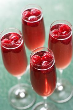 Raspberry & Ginger Champagne Cocktail #Cocktails #DestinationWedding