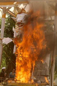 Bali cremation ceremony locals ubud