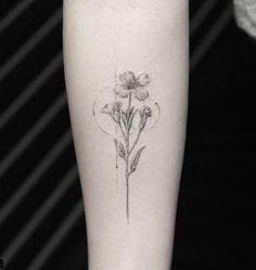 minimal floral tattoo.