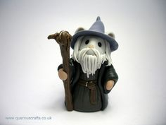 A collection of miniature animal versions of popular fairy tales and nursery rhymes, including the lovely Fairy Mice, Moles and Kittens. Polymer Clay Projects, Diy Clay, Clay Crafts, Hobbit Cake, Jumping Clay, Gandalf, The Hobbit, Two By Two, Accessories