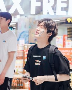 ikon hanbin b.i Yg Ikon, Chanwoo Ikon, Ikon Kpop, Kim Hanbin, Ikon Leader, Winner Ikon, Yg Ent, Cute Korean, Airport Style