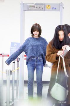 """트위터의 MapleSyrup🍑 님: """"190111 GMP 👶🏻👶🏻💙😚 #웬디 #Wendy #레드벨벳… """" Korean Girl Fashion, Korea Fashion, Kpop Fashion, Airport Fashion, Seulgi, Kpop Girl Groups, Kpop Girls, Wendy Red Velvet, Velvet Hair"""