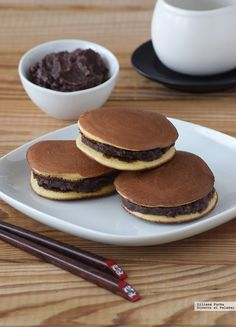 One of my favorite Japanese desserts/cake is Dorayaki . Sweet Desserts, Sweet Recipes, Delicious Desserts, Yummy Food, Bakery Recipes, Dessert Recipes, Cooking Recipes, Anko, Japan Dessert