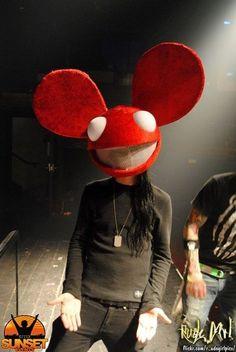 Skrillex with a Deadmau5 head lol he's so funny