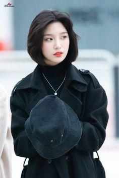 Girl Short Hair, Short Girls, Kpop Girl Groups, Kpop Girls, Kpop Boy, Korean Girl, Asian Girl, Pretty People, Beautiful People