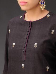 Latest Kurti Neck Designs for GirlsSmall buries that can b added to upper torso Salwar Neck Designs, Neck Designs For Suits, Kurta Neck Design, Kurta Designs Women, Dress Neck Designs, Blouse Designs, Short Kurti Designs, Salwar Pattern, Kurta Patterns