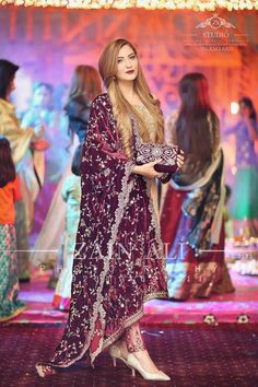 Latest Wedding Party Wear Dresses Trends consists of 25 most beautiful & amazing designs collection including sarees, gowns, frocks, maxis, shirts Pakistani Party Wear Dresses, Pakistani Outfits, Indian Dresses, Pakistani Couture, Indian Designer Wear, Asian Fashion, Designer Dresses, Marie, Mehndi