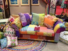 love this patchwork couch! I would love to have something fun and cozy like this in my classroom. I remember my second grade teacher has a reading couch and it was my favorite! Funky Furniture, Upcycled Furniture, Muebles Shabby Chic, Patchwork Chair, Fall Quilts, Upholstered Furniture, Bohemian Decor, Upholstery, Interior Design