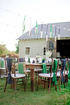 Navy blue and emerald wedding reception design :: Southern Weddings