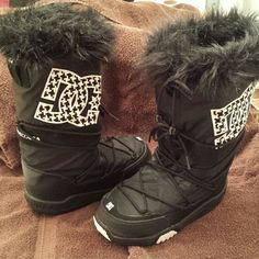 DC Chalet Snow Boots Excellent Condition,  Like New worn 1x for a few hours.. very comfy with memory foam insole, nice and soft.. very warm.. Don't get to the snow much here in Az.. My Loss your Gain.. These are womens.. DC Shoes Winter & Rain Boots