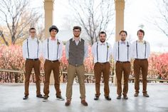 This is more for colour. Groomsmen'spants are a great shade. Bow ties look a bit ridiculous and thegroom is hipster overload but the rest is good. Groomsmen Attire Suspenders, Rustic Groomsmen Attire, Groom Outfit, Groomsmen Colours, Bow Tie Wedding, Wedding Suits, Wedding Bride, Fall Wedding, Dream Wedding
