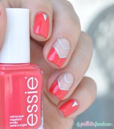 Essie summer 2015 collection Sunset sneaks // classic red nails with triangle glitter cut out nail art - http://lapaillettefrondeuse.blogspot.be/2015/06/essie-sunset-sneaks-triangle-classique.html