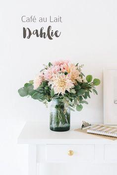Really like this for something more simple Café au lait dahlie brautstrauss Flower Garland Wedding, Paper Flower Garlands, Wedding Wreaths, White Wedding Flowers, Diy Wedding, Wedding Decorations, Wedding Blog, Flower Curtain, Simple Centerpieces