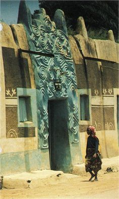 Decorated Entrance (Zaure) of a Hausa Building Zaria, Nigeria Culture: Hausaland Architecture Antique, Art Et Architecture, Vernacular Architecture, Historical Architecture, Architecture Details, African Design, African Art, Out Of Africa, Kenya Africa