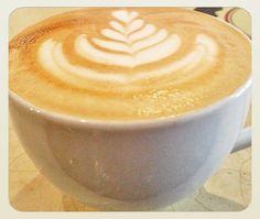 Disfruta de un momento ideal con una taza del mejor café  #AromaDiCaffé somos tu lugar de encuentro. Visítanos en el C.C. Metrocenter pasaje colonial. #MomentosAroma #SaboresAroma #AromaDiCaffé #CoffeeLovers #CofeeMoments #CoffeeTime