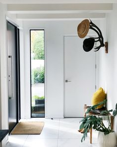 Entrance simplicity entrance modern home в 2019 г. home Home Decor Kitchen, Country Kitchen, Cozy Living Rooms, Living Room Decor, Modern Entrance, Revere Pewter, Bathroom Colors, Diy On A Budget, Diy Wall