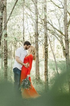 Gorgeous engagement photoshoot in the Tennessee woods | Image by Abby Weeden Photography & Design