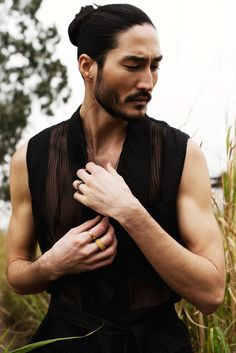 Male model Tony Thornburg poses in rural Chinese background captured by fashion photographer Kenneth Lam for South China Morning Post. Photo Portrait, Portrait Photography, Tony Thornburg, Beautiful Men, Beautiful People, Face Reference, Male Face, Male Beauty, Asian Men