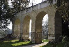 Kudy z nudy - Akvadukt v lednickém parku Arch, Outdoor Structures, Garden, Garten, Arches, Lawn And Garden, Outdoor, Bow, Tuin