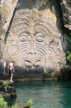 You'll need to hop on a boat to see the amazing Maori rock carvings at Mine Bay in Lake Taupo, New Zealand Maori Designs, Tribal Tattoo Designs, New Zealand Art, New Zealand Travel, Places To Travel, Places To See, I Bay, Bay Lake, Maori Symbols