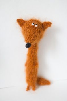 By tutsee // Yeah, yeah, I know he's a fox, I just think he's great inspiration for a very funny doggie Fox Crafts, Crafts For Kids, Dou Dou, Handmade Stuffed Animals, Crochet Fox, Cute Plush, Animal Crackers, Soft Sculpture, Handmade Toys