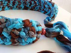 Deze hippe riem is gehaakt van een net-achtig materiaal in de kleuren turqoise, bruin die prachtig in elkaar vervagen. Aan het eind komt alles bij ...