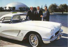 1962. Alan Shepard űrhajós átveszi a GM ajándékát egy Corvettet,.jpg (1024×710)