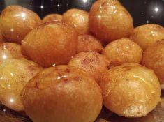 """Η Συνταγή είναι από κ. Βανα Ντελη.Ρεβ. – """"Χρυσές Συνταγές"""". Από γεύση.. σκίζουν! Οι συγκεκριμένοι λουκουμάδες γίνονται τραγανοί εξωτερικώς, αφράτοι μέσα και τρώγονται ακόμη και κρύοι την επόμενη μέρα! ΥΛΙΚΑ 4 κούπες τσ.αλεύρι (γ.ο.χ) 1 φακ.ξερή μαγιά 1 κ.γ αλάτι 1 Greek Sweets, Greek Desserts, Frozen Desserts, Greek Recipes, Beignets, Bakery Recipes, Dessert Recipes, Greek Cooking, Pastry Cake"""