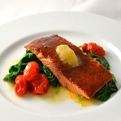 Sweet Chili Glazed Salmon from Pete's Seafood Club. (http://www.peteseafoodclub.com/index.php/smart-meals/sweet-chili-salmon.html) #Sweet #Chili #Salmon #Spinach #Tomato (http://www.peteseafoodclub.com) #Pete #Seafood #Petes #Sea #Food #Shop #Delicious #Fish #Shellfish #Online #Healthy #Health