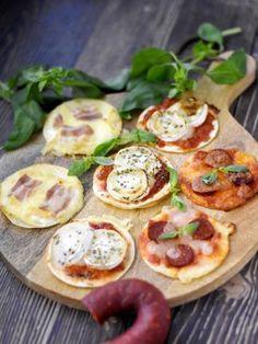 sauce tomate, sauce tomate, origan, bûche de chèvre, mozzarella, tortilla, reblochon, crème fraîche épaisse, basilic, miel