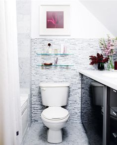 baño pequeño con toque de color