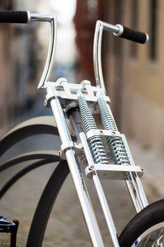 Fork detail on Firebikes Fluid custom bike by Gatz Cascais. Mopeds, Cool Bicycles, Custom Bikes, Fork, Biker, Cool Stuff, Detail, Cool Things, Forks