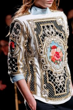 Défilé Balmain Automne-hiver Prêt-à-porter baroque influence in the structure and in the painting and finishing. Couture Mode, Style Couture, Couture Fashion, Runway Fashion, Womens Fashion, Fashion Week Paris, High Fashion, Fashion Show, Mode Baroque