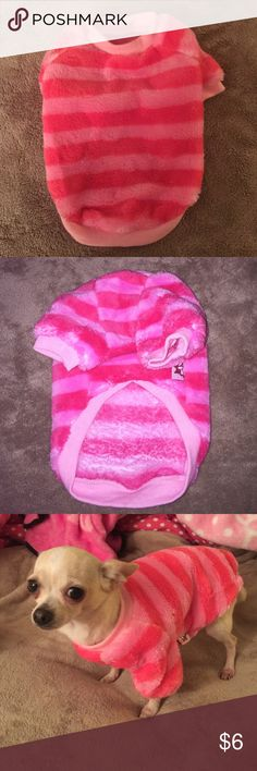 X small (25cm length) (38cm chest)Dog Fleece Dark pink/light pink stripes. I LOVE it for my dog but it is too big and she trips in it. She is only 4lbs. Brand new. Never worn still have the bag it came in Petcircle Accessories