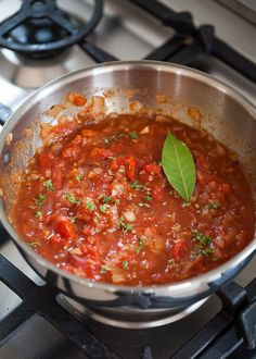 How To Make Marinara Pasta Sauce - How To Make Fresh, Easy, Homemade. Marinara Pasta Sauce From Scratch. This simple recipe for an Ita - Easy Pasta Sauce, Pasta Sauce Recipes, Pasta Sauces, Spaghetti Sauce, Spaghetti Recipes, Sauce Marinara, Tomato Sauce, Bolognese Sauce, Homemade Marinara