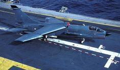 """Le F-8P n°11 vient d' apponter. Les """"Crouzes"""" seront définitivement retirés du service le 15 Décembre 1999."""