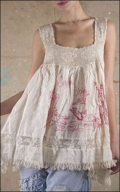 12 Projects For Vintage Linens Repurposed - Top Craft Ideas Altered Couture, Diy Clothing, Sewing Clothes, Clothing Labels, Look Fashion, Diy Fashion, Mode Boho, Altering Clothes, Linens And Lace