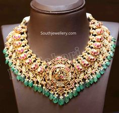 Gold Temple Jewellery, Gold Jewellery Design, Bead Jewellery, Gold Jewelry, Bridal Jewelry, Jewellery Showroom, Diamond Jewellery, Jewellery Storage, Jewelery