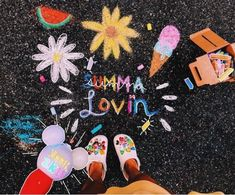 Chalk Drawings Sidewalk Discover HOW TO BE A VSCO GIRL - CHALK This is my ultimate guide on everything you need to be VSCO or as some would say basic I think its a cute way of. Chalk Design, For Elise, Sidewalk Chalk Art, Chalk It Up, 3d Chalk Art, Happy Vibes, Good Vibes, Summer Aesthetic, Summer Pictures