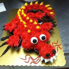 Photos of Cupcakes - Dragon Cupcake Cake Dinosaur Cupcake Cake, Cupcake Torte, Cupcake Cookies, Pull Apart Cupcake Cake, Pull Apart Cake, Dragon Cupcakes, Cake Pops, Cupcakes Decorados, Dragon Birthday