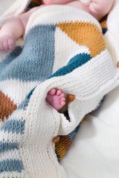 Tunisch haakpatroon babyslaapzakje - pdf download. Dit babyslaapzakje lijkt gebreid, maar is (tunisch) gehaakt.