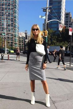 This Blogger Makes Maternity Dressing Look Like the Most Fun Any Girl Could Have