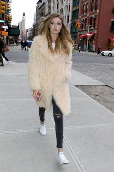cool 42 Wundervolle Looks von Gigi Hadid Street Style Looks Gigi Hadid, Style Gigi Hadid, Gigi Hadid Outfits, Bella Gigi Hadid, Fashion Models, 90s Fashion, Street Fashion, Fashion Outfits, Mode Blog