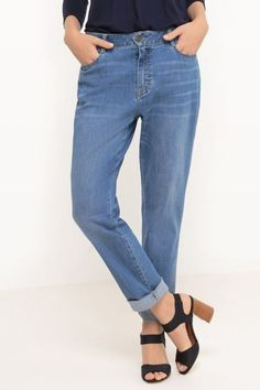 jeansi drepti - Adela Bravo ai stil Mom Jeans, Floral, Pants, Fashion, Moda, Trousers, Fashion Styles, Flowers, Women Pants