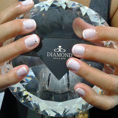 #diamondnailsspa #diamondnails #nail #nailsspa #spa #nailpolish #unhasbemfeitas #unhas #unhasdasemana #manicure #manicuretime #noiva2015 #strass