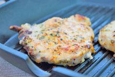 Diese Fleischmarinade für Koteletts macht das Fleisch besonders zart und saftig. Ein Rezept, das zur Grillzeit nicht fehlen darf.