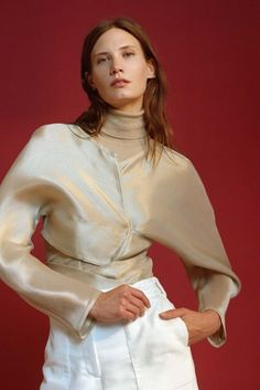 See all the runway and model photos from the Maryam Nassir Zadeh Fall 2016 Ready-to-Wear collection. Runway Fashion, Fashion Beauty, Fashion Show, Fashion Design, Model Photos, Fall 2016, Editorial Fashion, Ready To Wear, Bell Sleeve Top