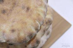 Pane arabo o Pita fatto in casa | ROSSO FRAGOLA 1200 Calories, Pitta, Croissant, Polenta, Nutella, Food And Drink, Bread, Anna Lucia, Cooking